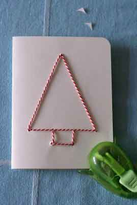 ella los ha hecho cosiendo la forma del rbol a la tarjeta pero puedes hacerlo por cualquier otro medio