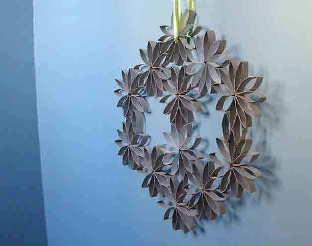 Baño Infantil Corona:Toilet Paper Tube Wall Art